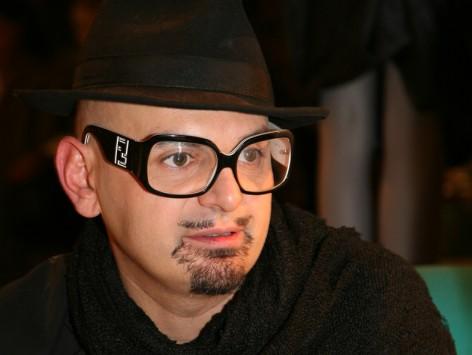 Jose Castro expone una de sus últimas creaciones en Gratacós