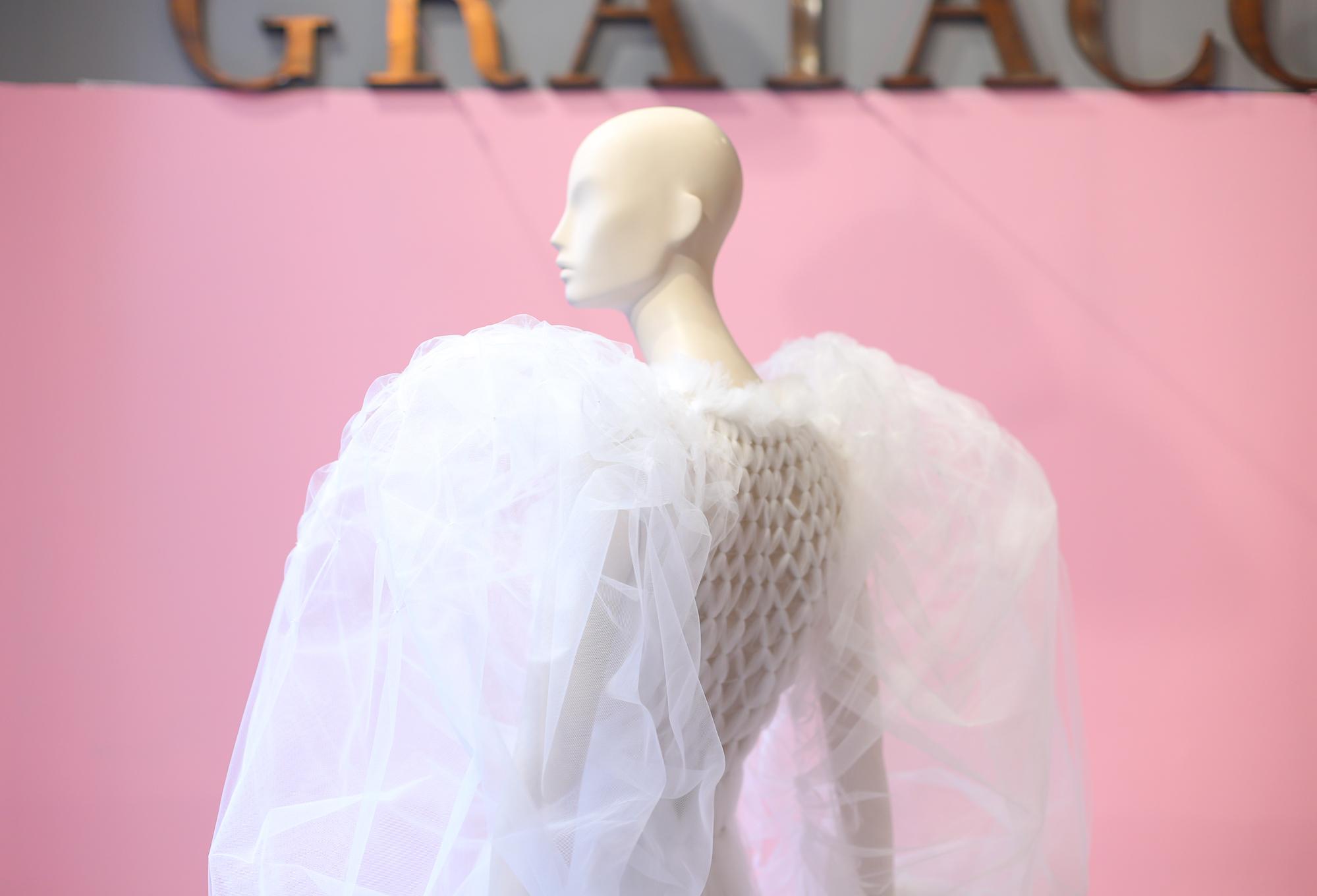 06f69d7f5175 Barcelona se ha convertido esta semana en la capital mundial de la moda  nupcial con la mayor edición hasta la fecha de la Valmont Barcelona Bridal  Fashion ...