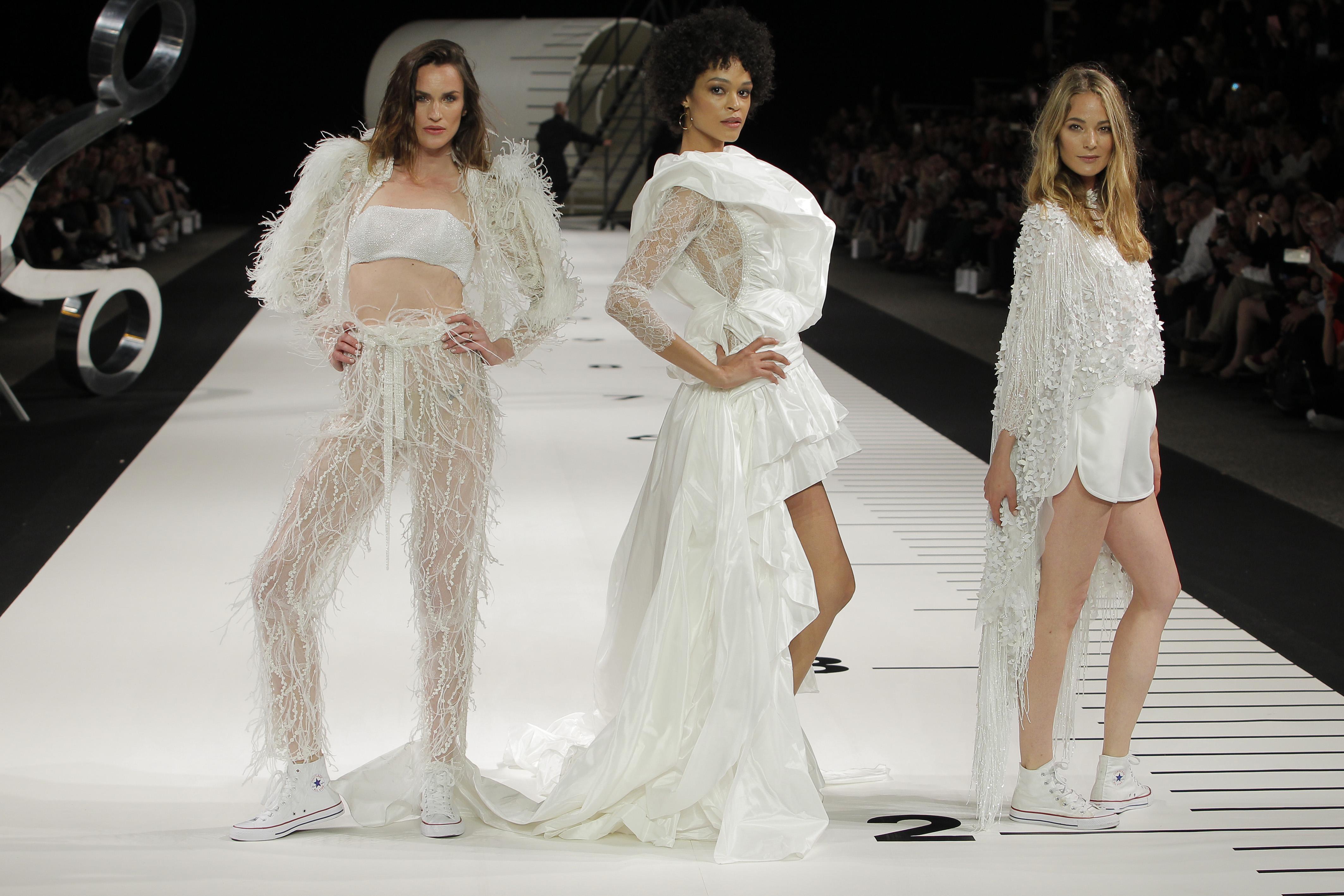 338cfa5797 Otras novias simplemente se inspiran en los looks nupciales de otras  décadas para copiar vestidos y siluetas de las actrices de moda en la  década de los 60 ...